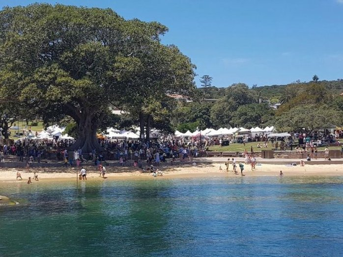 The Watsons Bay Christmas Twilight Market