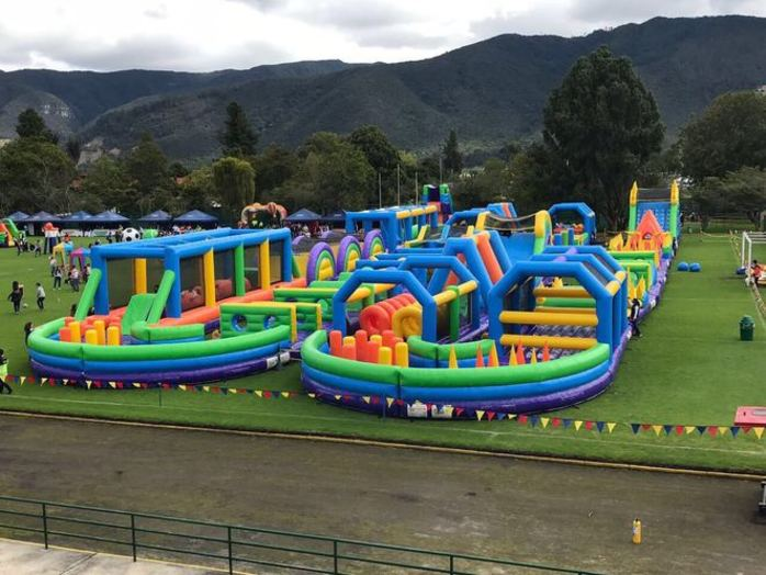 Tuff Nutterz - World's Largest Inflatable Obstacle Course